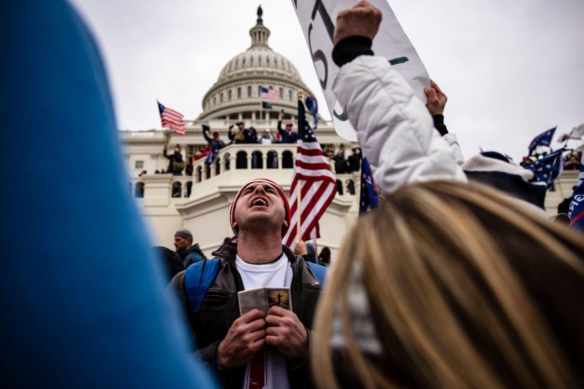 Aumenta la lista de seguidores de Trump arrestados por asaltar el Capitolio.