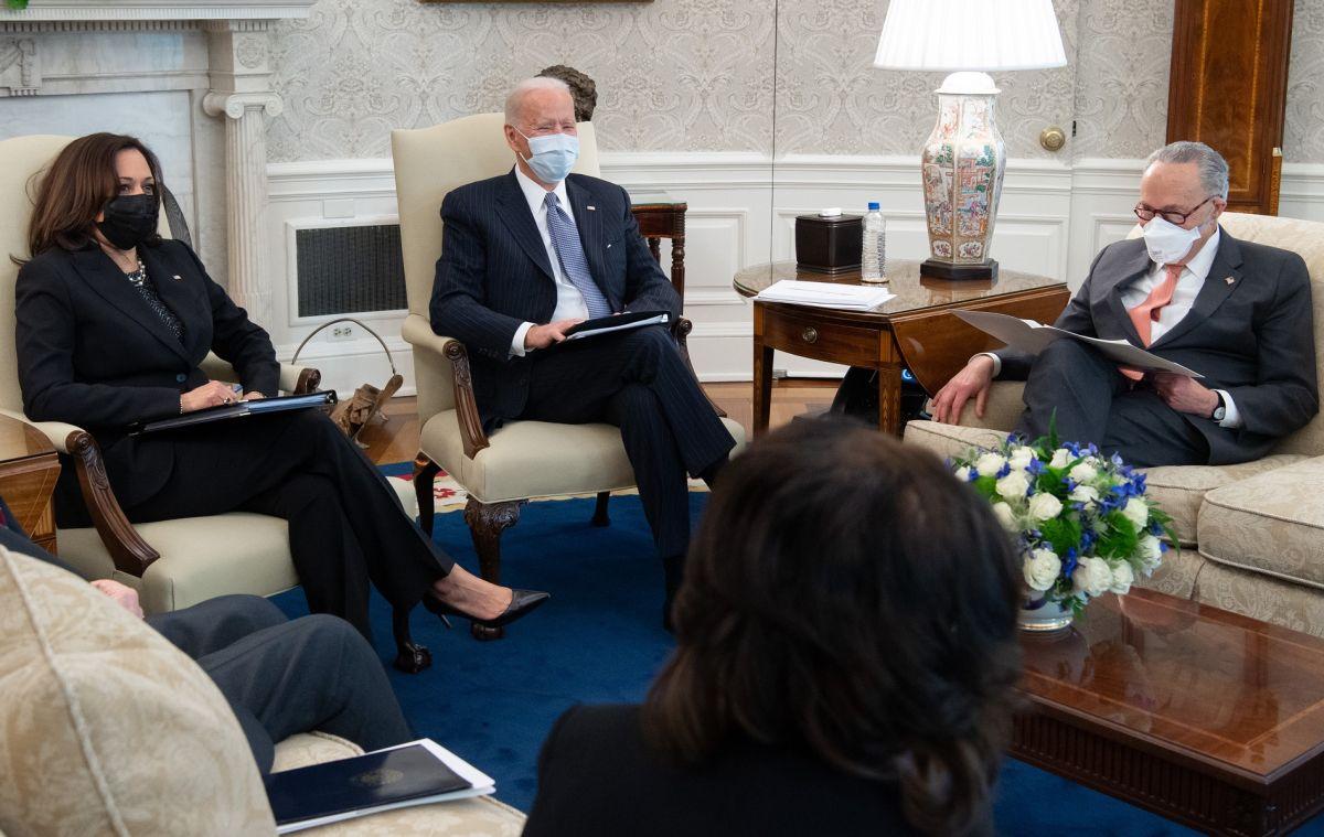 Joe Biden aceptaría restringir los umbrales de elegibilidad para el tercer cheque de estímulo