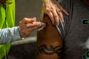 Comienza vacunación COVID-19 a inmigrantes detenidos tras meses de denuncias, contagios y muertes