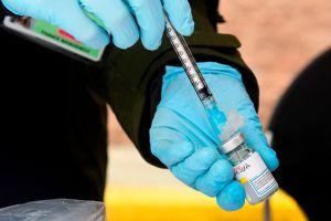 CDC dice que las personas completamente vacunadas no tendrán que hacer cuarentenas por COVID-19