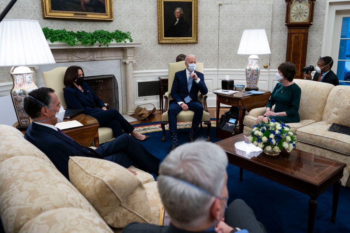 """Republicanos que buscan reducir el tercer cheque de estímulos mantuvieron """"excelente reunión"""" con Biden"""
