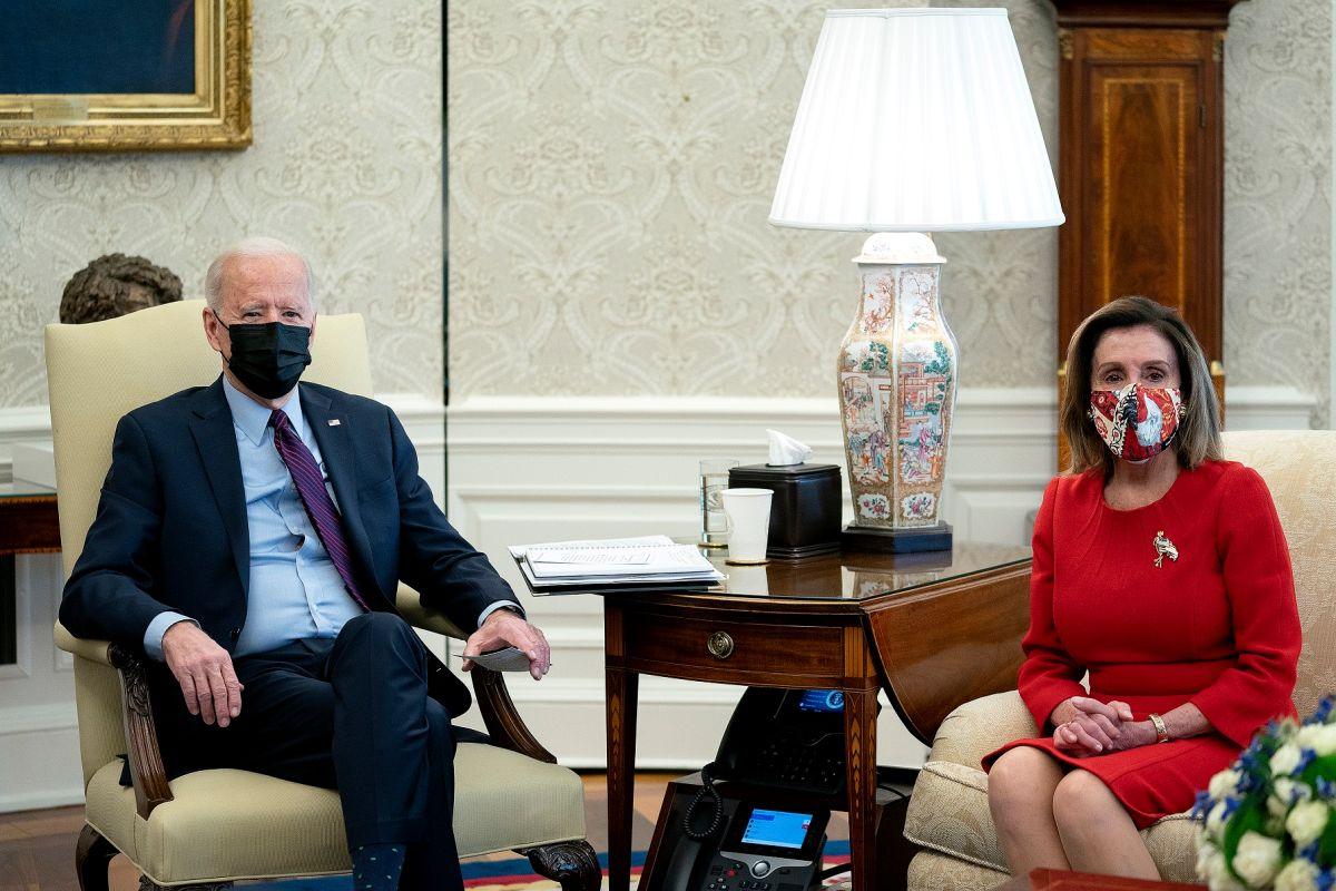 El presidente Joe Biden y la presidenta de la Cámara, Nancy Pelosi.