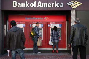 El EDD y el Bank of America ganan millones gracias a cada transacción hecha con las tarjetas del Seguro de Desempleo