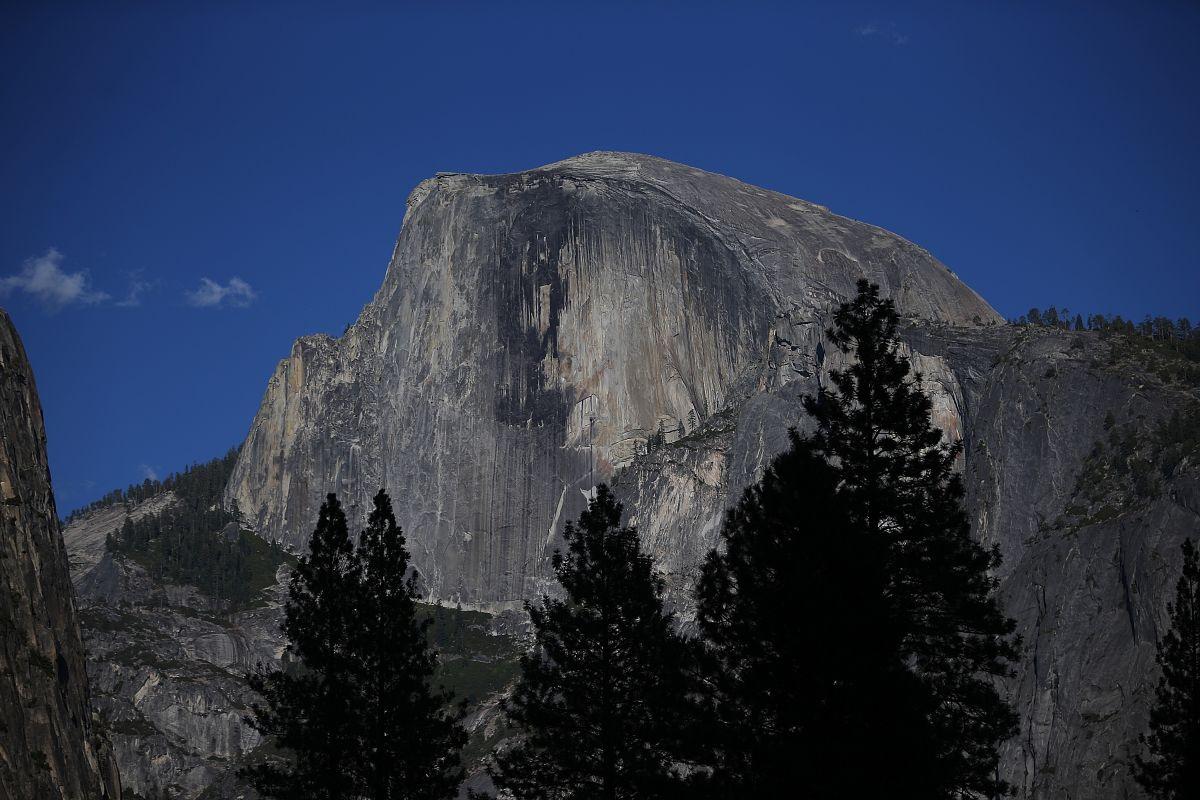 Dos esquiadores suicidas logran lo imposible al descender por el imponente Half Dome de Yosemite