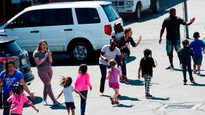 California reservará 10% de su suministro de vacunas exclusivamente para los educadores