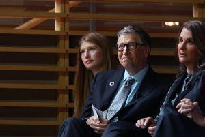 El mensaje irónico de la hija del Bill Gates al inyectarse la vacuna contra el coronavirus