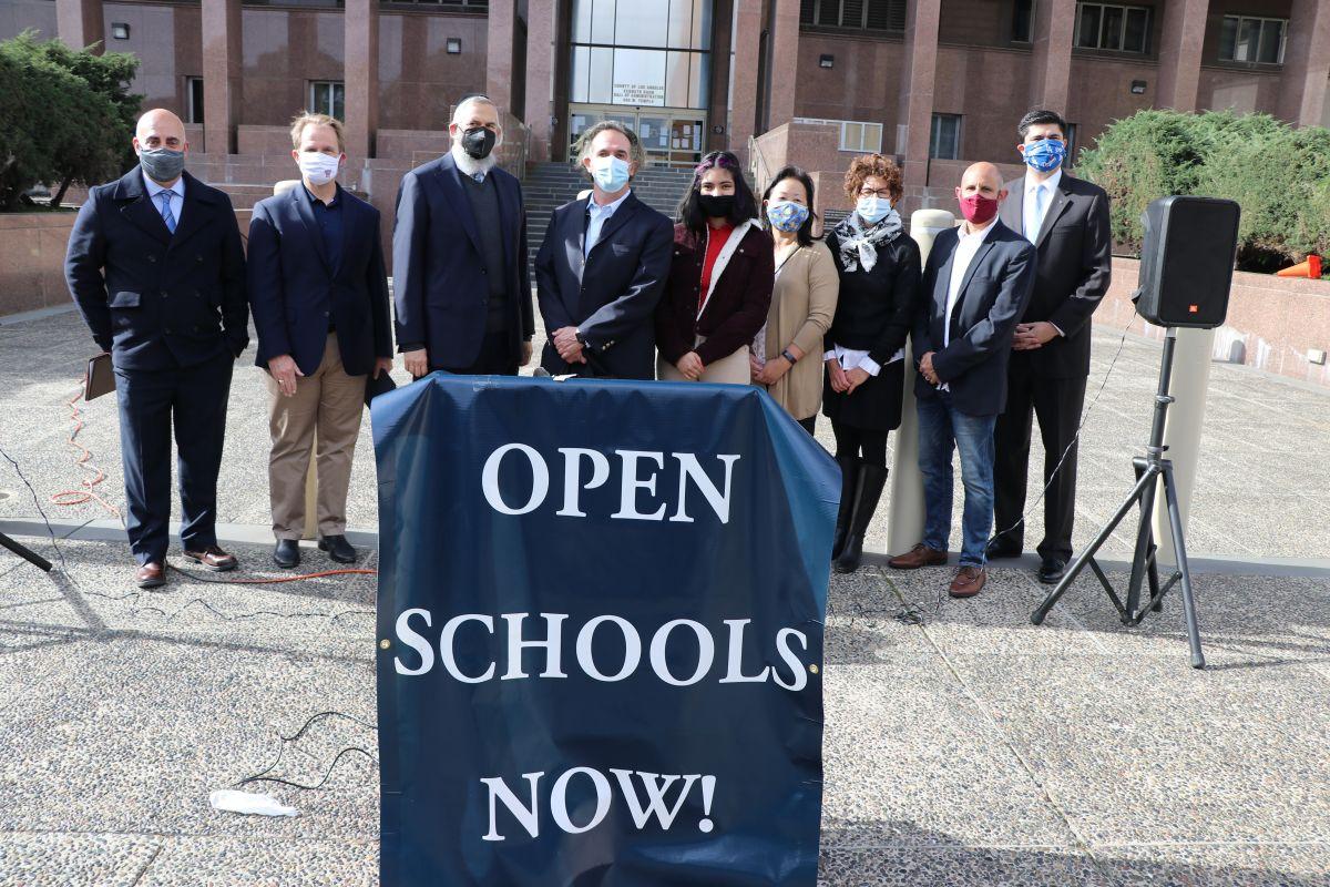 Aumenta la presión para que se abran las escuelas de Los Ángeles