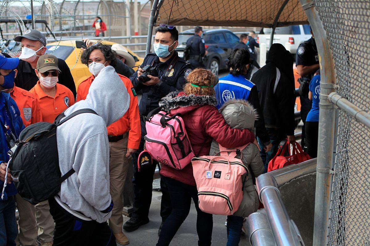 California asigna $28 millones para ayudar a los solicitantes de asilo que llegan de México