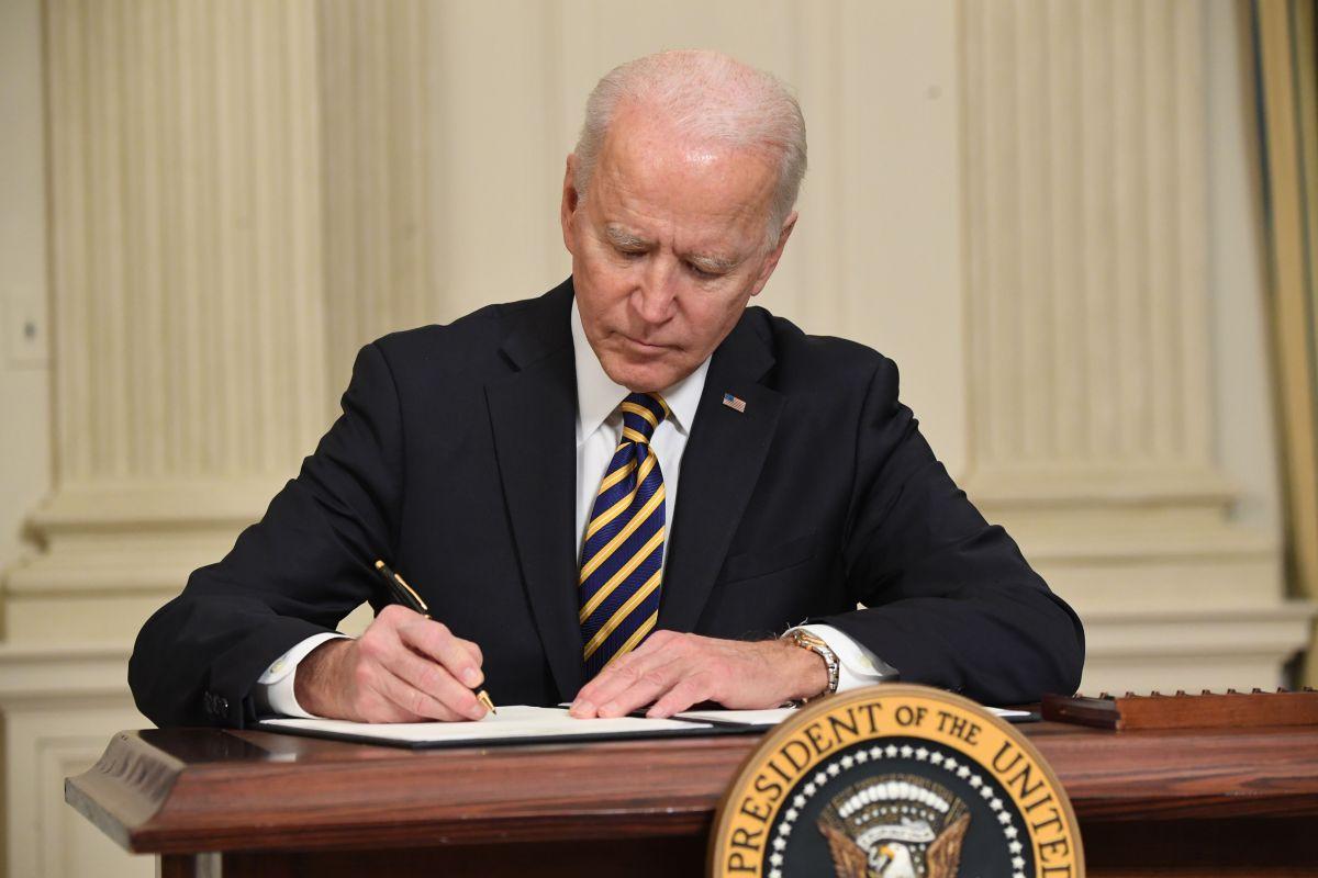 """Biden llama al Senado a aprobar el paquete de estímulo, """"no hay tiempo que perder"""", asegura"""