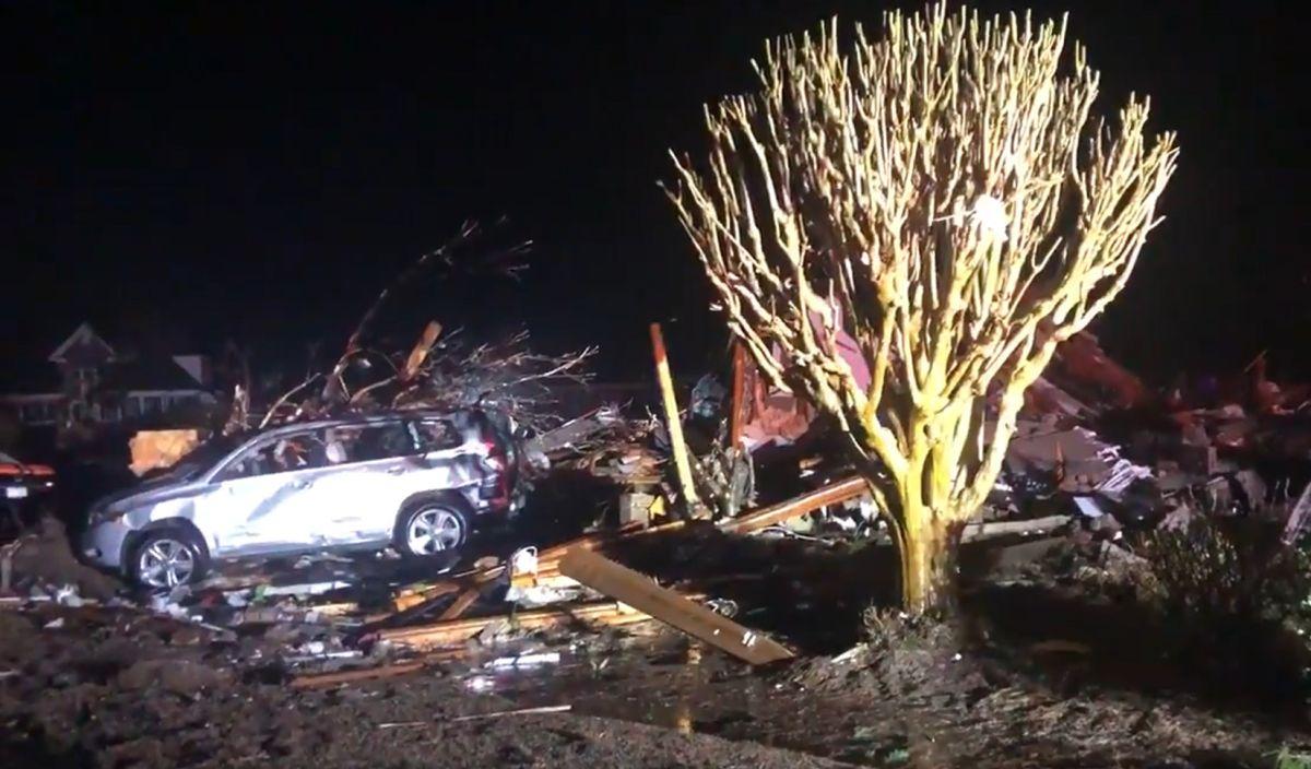Tornado en Carolina del Norte deja a su paso 3 muertos y severos daños en viviendas