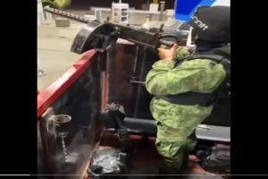 VIDEO: Sicarios del Mayo Zambada se muestran cargando gasolina a troca monstruo