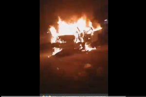 VIDEO: Matones asesinan a policía y luego lo queman dentro de su patrulla