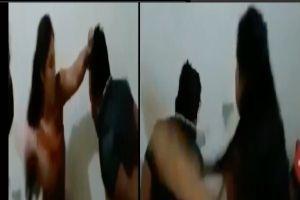 VIDEO: Mujer narco abofetea, patea y tablea a hombre para obligarlo a hablar