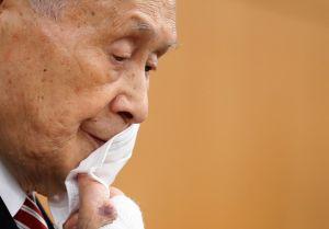 Tras escándalo, presidente de Tokio 2020 se disculpa por comentarios sexistas pero asegura que no renunciará