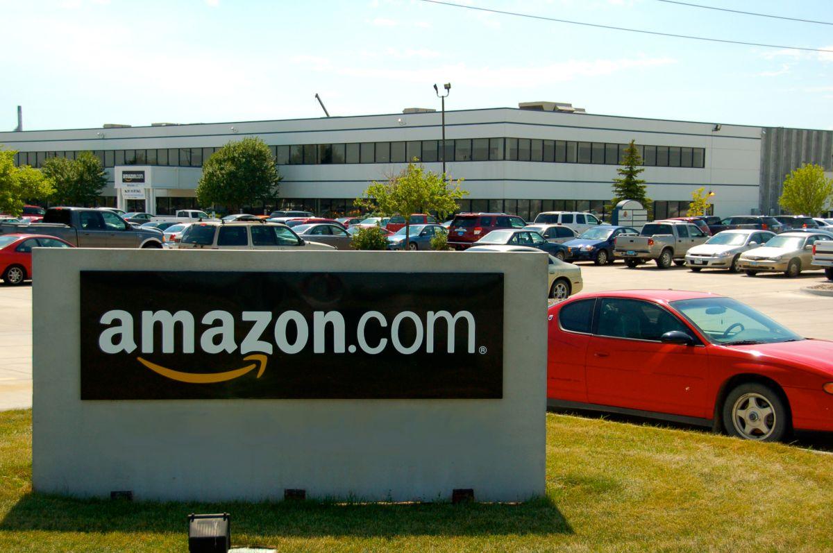 Amazon enfrenta demanda federal por discriminación racial y de género en contrataciones