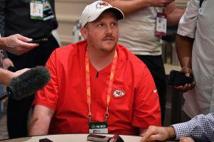 Coach de los Chiefs casi mata a niño en accidente y se perderá el Super Bowl