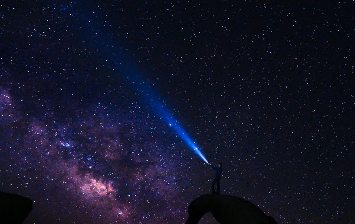 Captan en video luces extrañas alumbrando los cielos del Norte de Texas; varias personas compartieron las imágenes