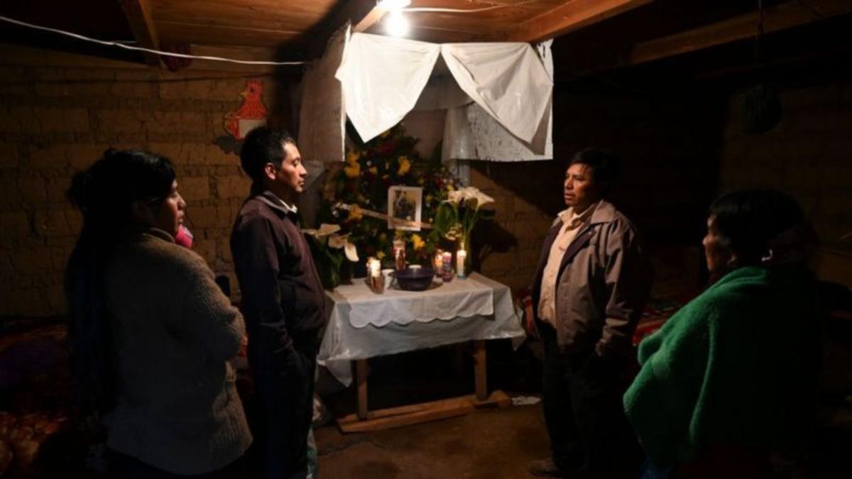 Familias en Guatemala han esperado la identificación de los cuerpos de las víctimas.
