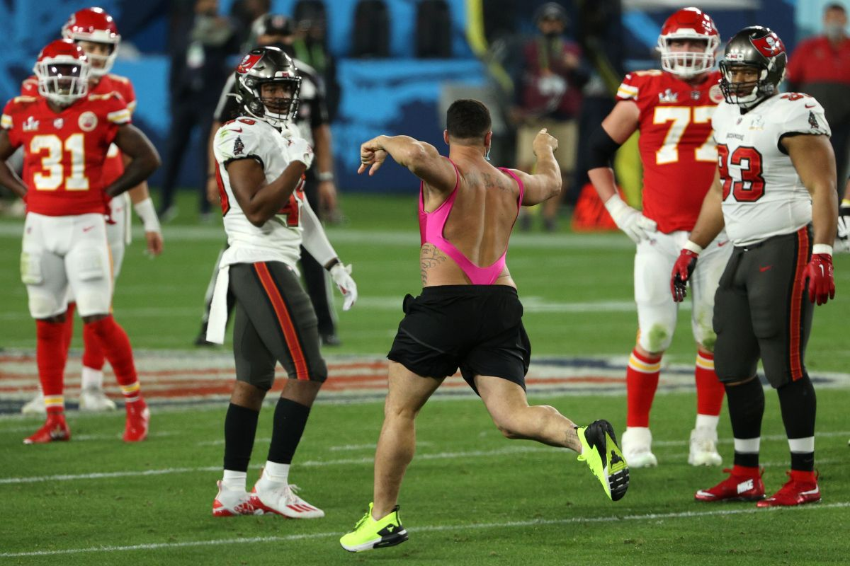 El invasor del Super Bowl apostó por sí mismo y ganó más de $300,000 dólares