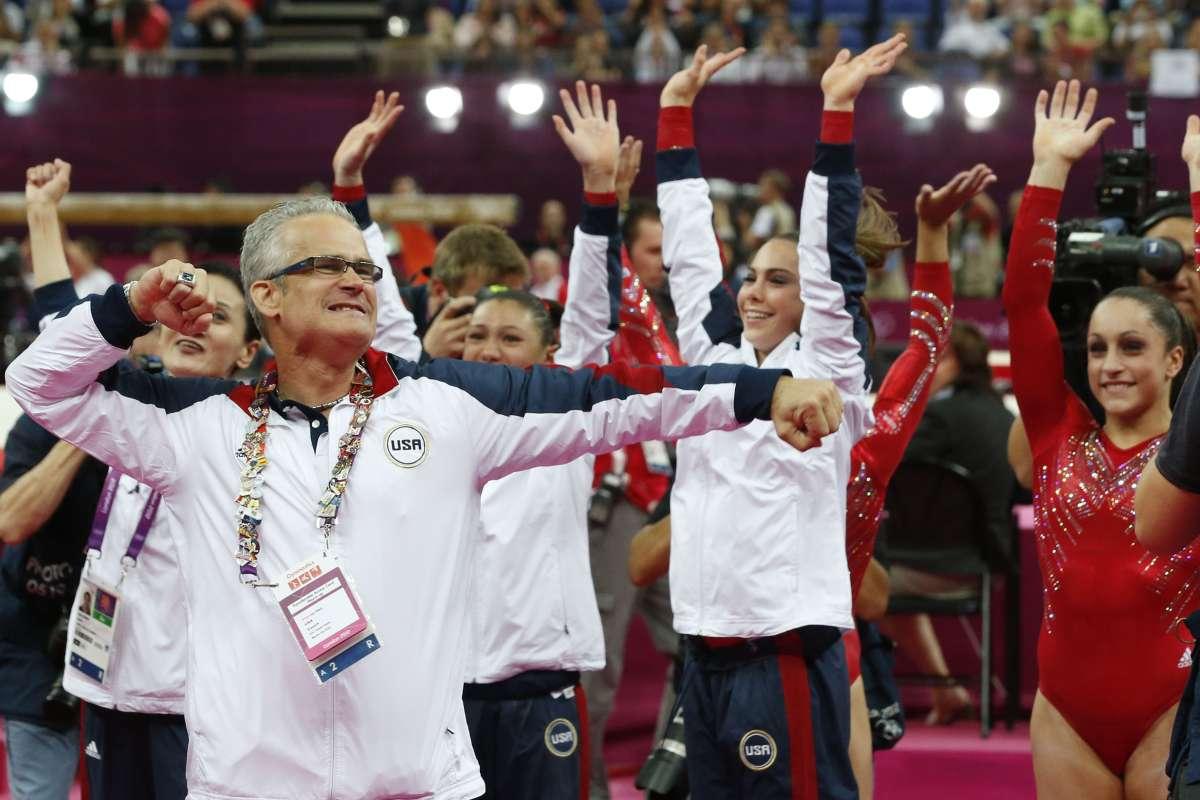 Ex entrenador de gimnasia olímpica de Estados Unidos es acusado de tráfico  de personas y agresión sexual | La Opinión