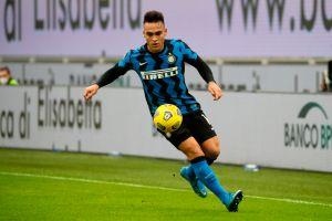 Con doblete de Lautaro Martínez: el Inter de Milán goleó al AC Milan en el derbi y es líder indiscutible de la Serie A