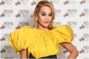 Rita Ora sorprende al comprar la mansión 'embrujada' que perteneció a Tim Burton