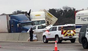 Cinco muertos en un masivo accidente cerca de Dallas involucrando casi 100 vehículos