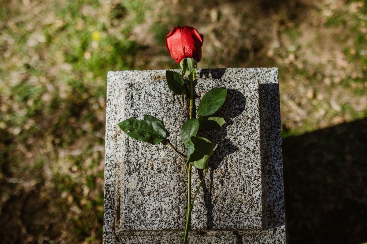 Qué rituales hacer para despedir a un ser querido y facilitar el duelo