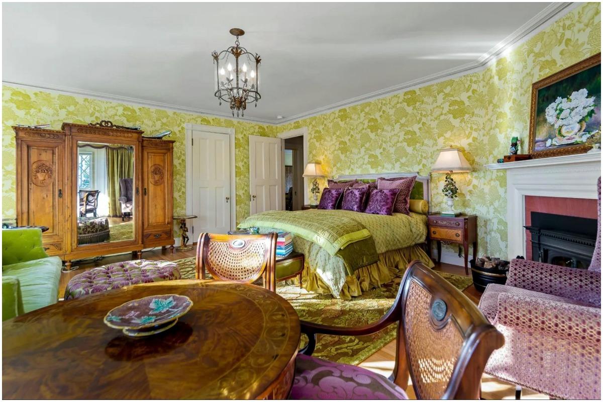 John Travolta bedroom