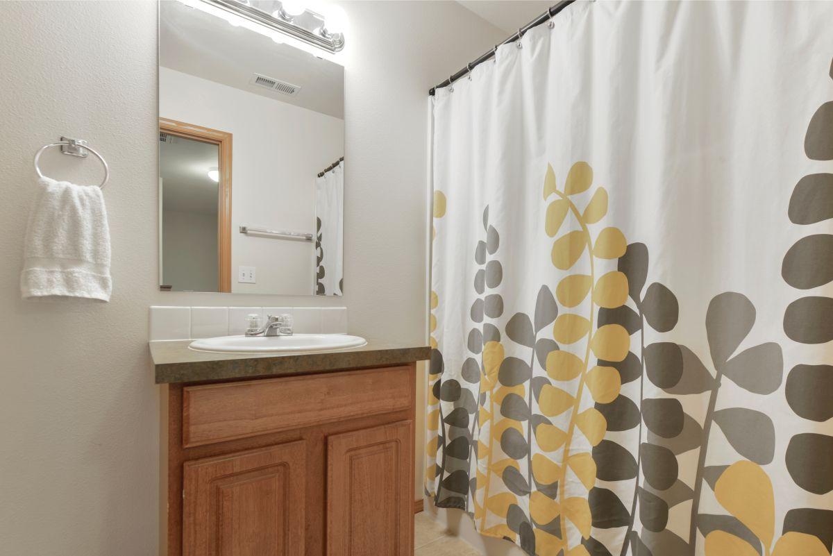 Evita los hongos, mal olor y manchas con estas cortinas para baño de tela