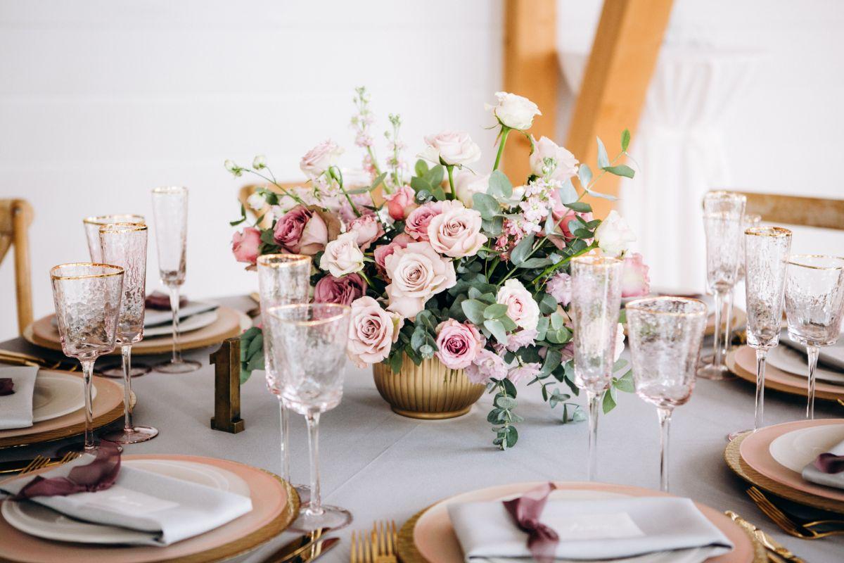 5 opciones de decoraciones con flores artificiales para tu boda