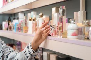 ¿Qué perfumes usan las famosas? 4 fragancias para oler como una celebridad
