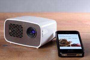 ¿Sin SmartTV ni Alexa? Proyectores para disfrutar del mejor entretenimiento en el celular