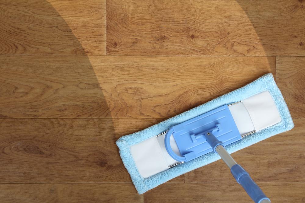 ¿Cómo limpiar pisos de madera? 3 productos que pule, abrillantan y los limpian sin dañarlos