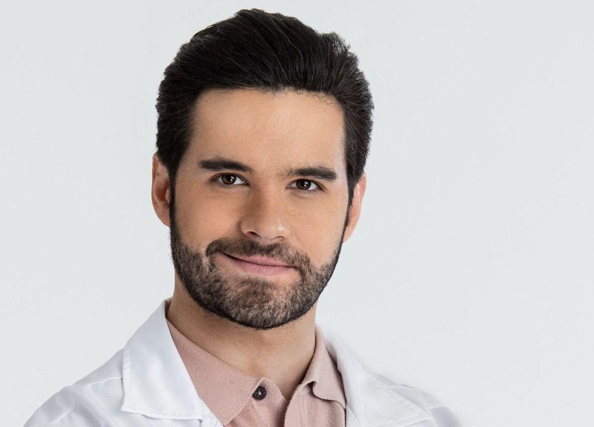 Eleazar Gómez.