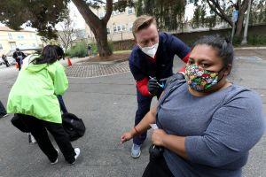 El nuevo plan de vacunas de California debe hacer más para proteger a comunidades vulnerables