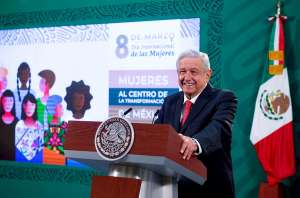 """Día Internacional de la Mujer """"no es para felicitar"""", señala AMLO"""