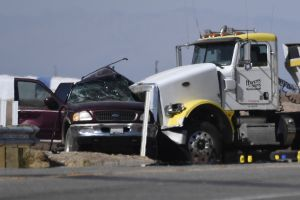 CBP ajustó a 13 la cantidad de muertos en el choque entre un SUV y un tráiler ocurrido en California
