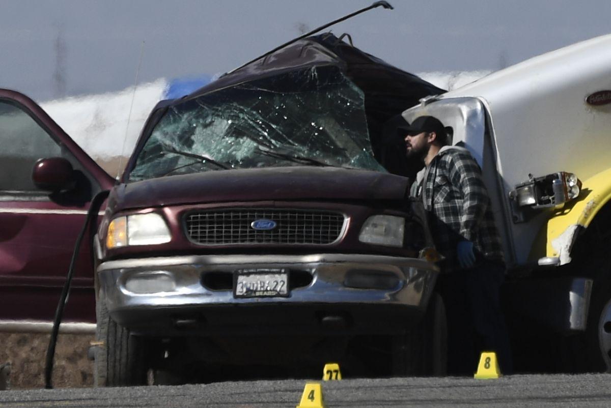 Investigan accidente que dejó 13 muertos y 12 sobrevivientes cerca de la frontera en California