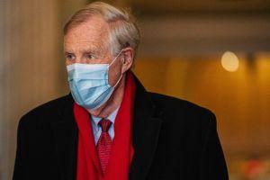 ¿Qué proyectos están tratando de incluir los senadores en el paquete de estímulos de Biden?