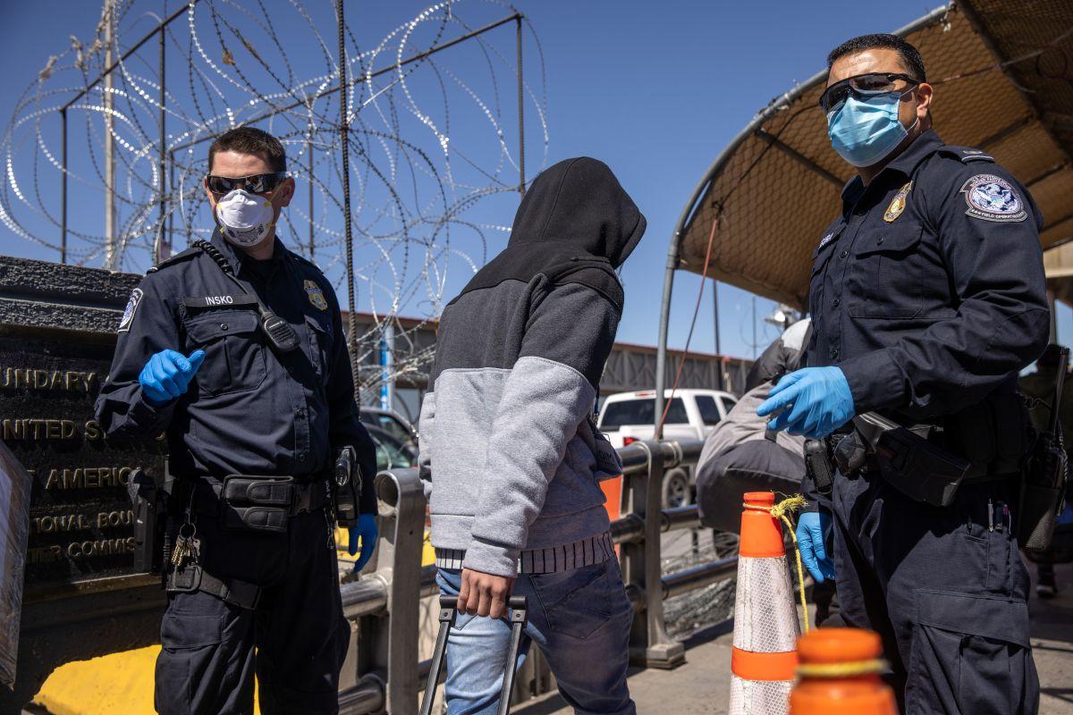 Republicanos y demócratas proponen una ley para procesar el asilo de inmigrantes en la frontera