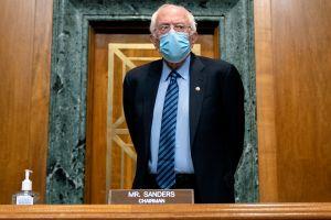 Bernie Sanders dice que presentará enmienda para subir el salario mínimo a $15/hora