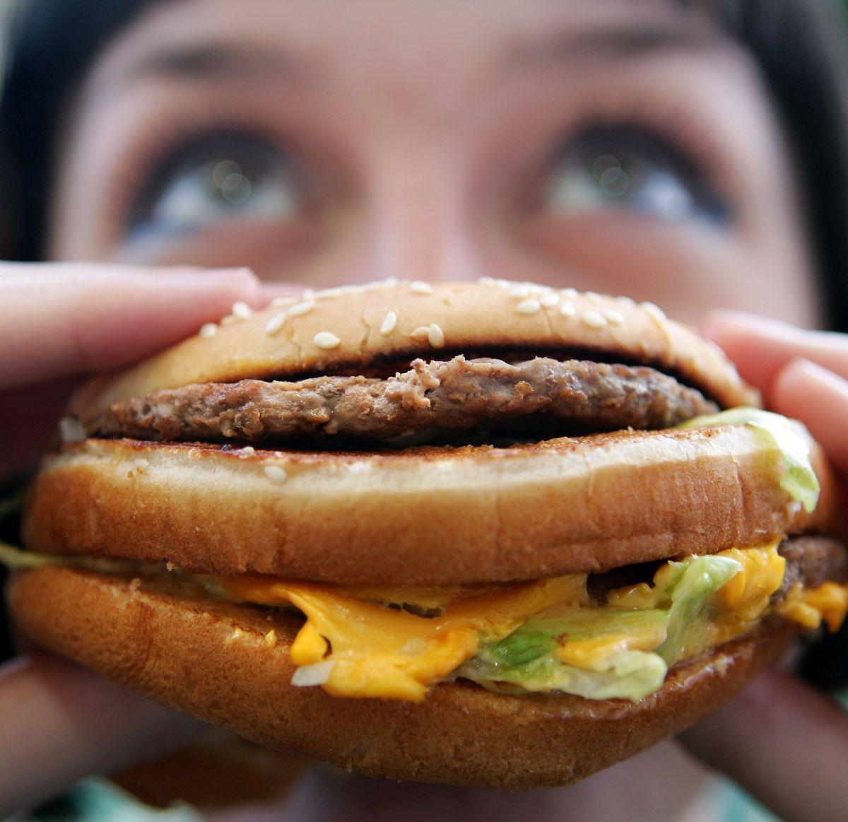 Alimento ultraprocesado: Los más de 50 componentes de la Big Mac de McDonalds en EE. UU.