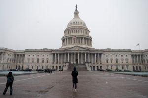 La ayuda de $400 semanales por desempleo acabaría antes, según el proyecto de ley del Senado