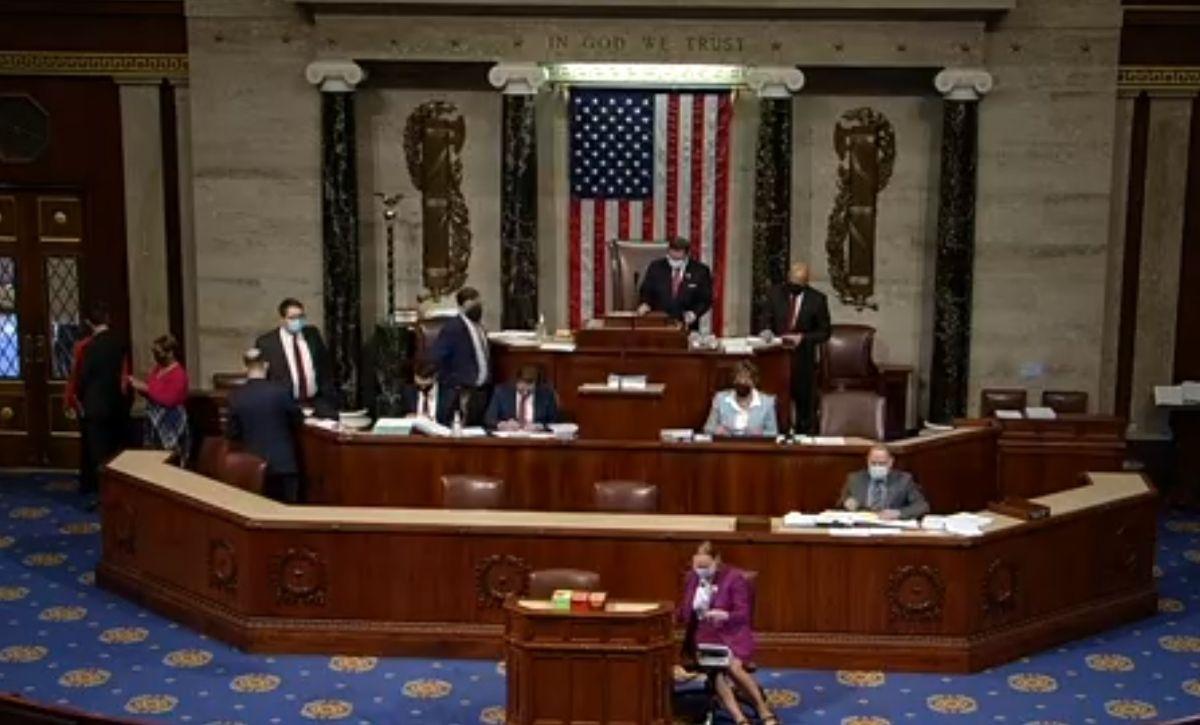 La Cámara de Representantes aprueba paquete de estímulo que espera la firma de Biden