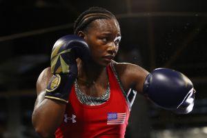 La boxeadora Claressa Shields rinde homenaje a Kobe y Gianna Bryant en su pelea de campeonato