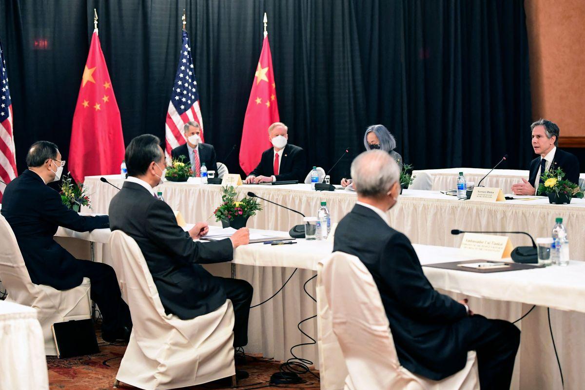 Tensión, crítica y contraataque. Así fue la primera reunión oficial de la Administración Biden con China