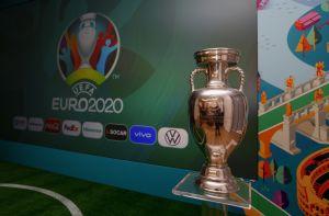 A pesar de la emergencia sanitaria, la UEFA exige que la Eurocopa se juegue con público
