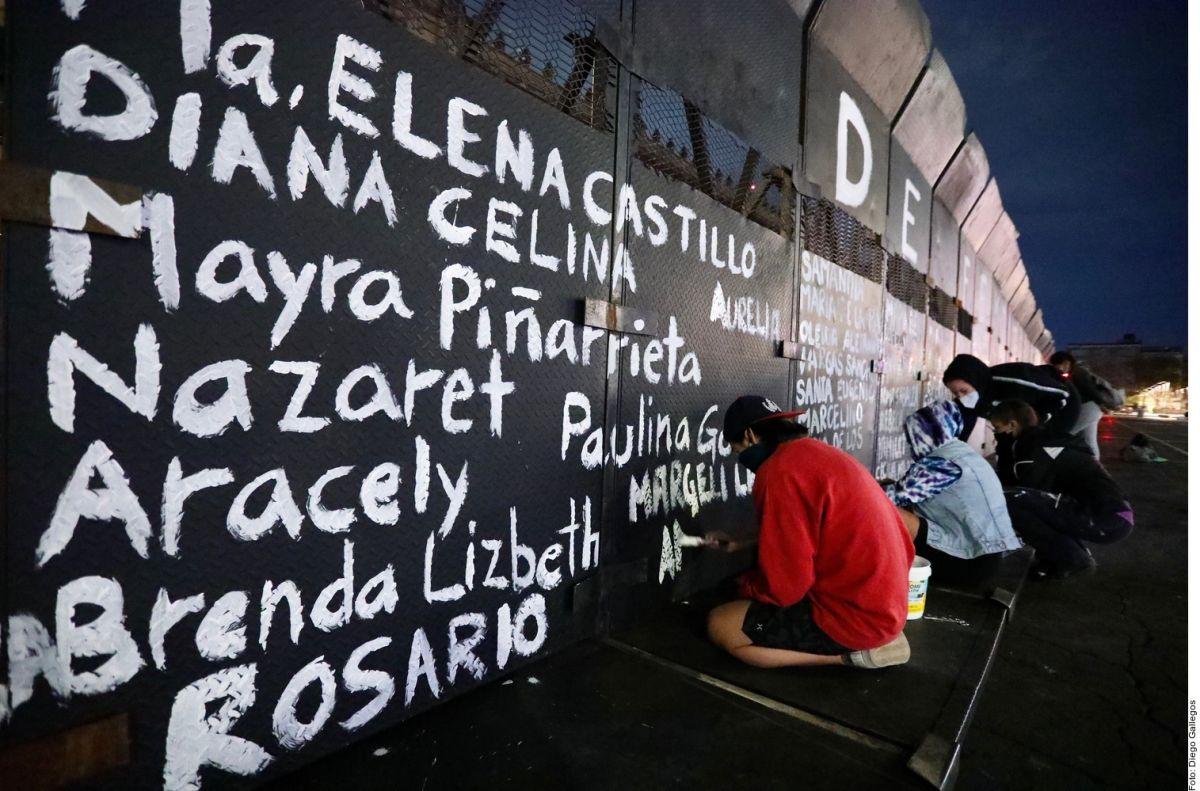 Pintas en vallas metálicas en Palacio Nacional