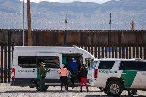 Mayorkas dice que están expulsando a inmigrantes que llegan a frontera sur, menos a niños no acompañados